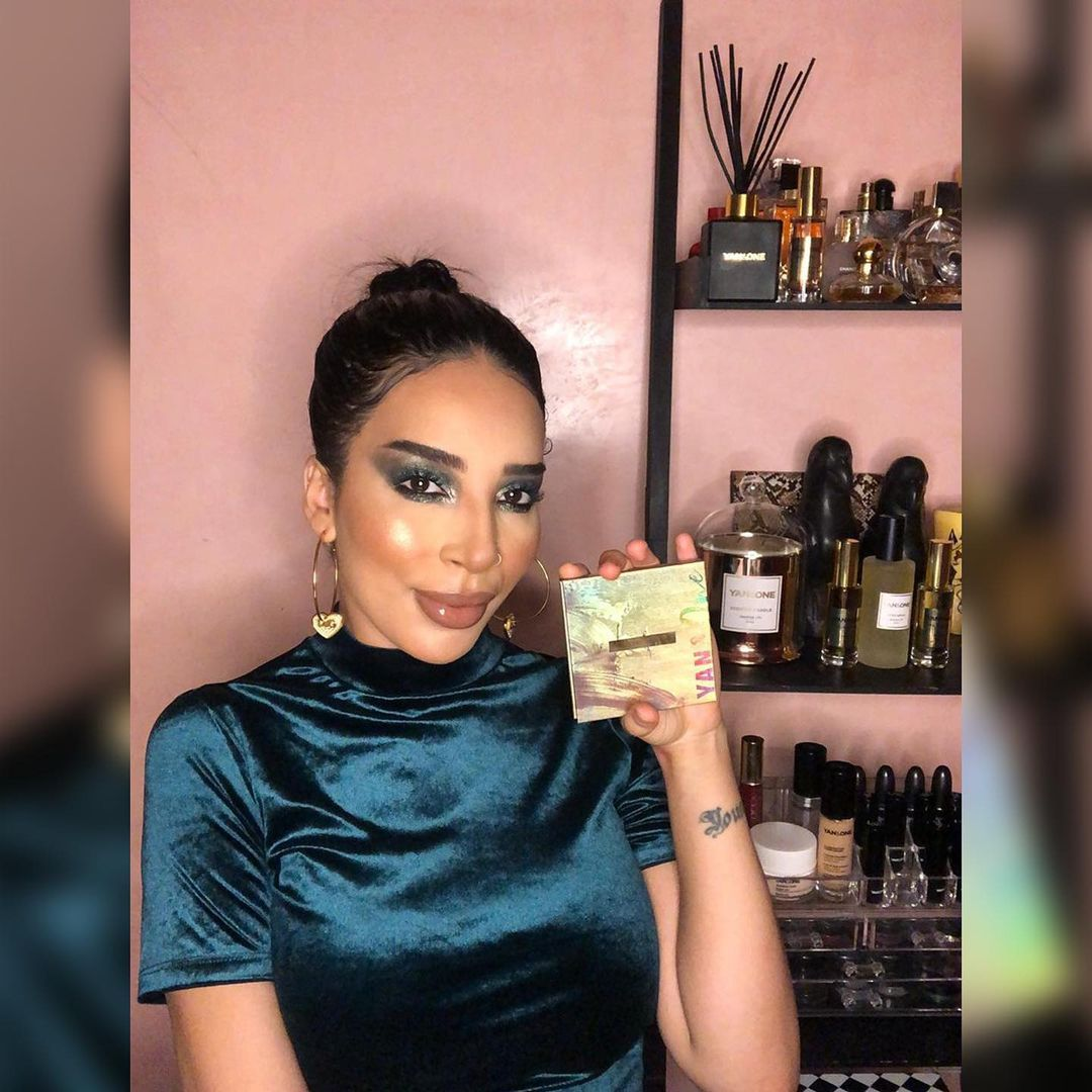 yan and one maroc : Envie d'un regard charbonneux? Voici la make-up de la belle pour vous inspirer... July 2021